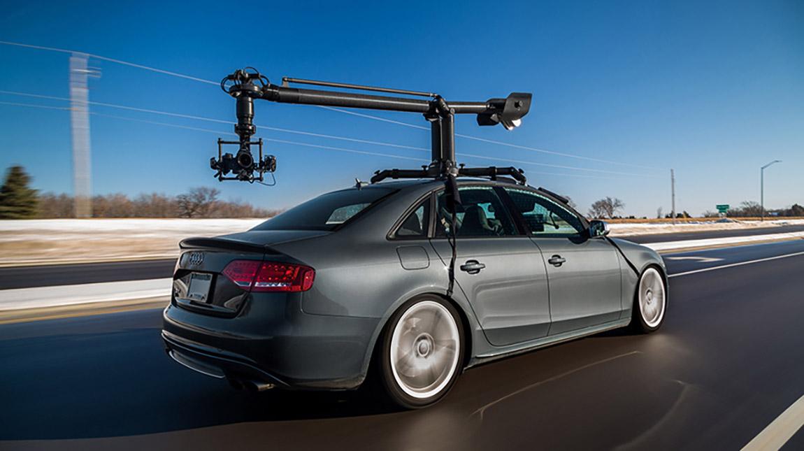 الاعلان عن MotoCrane اول نظام تثبيت كاميرا للسيارات على مستوى العالم