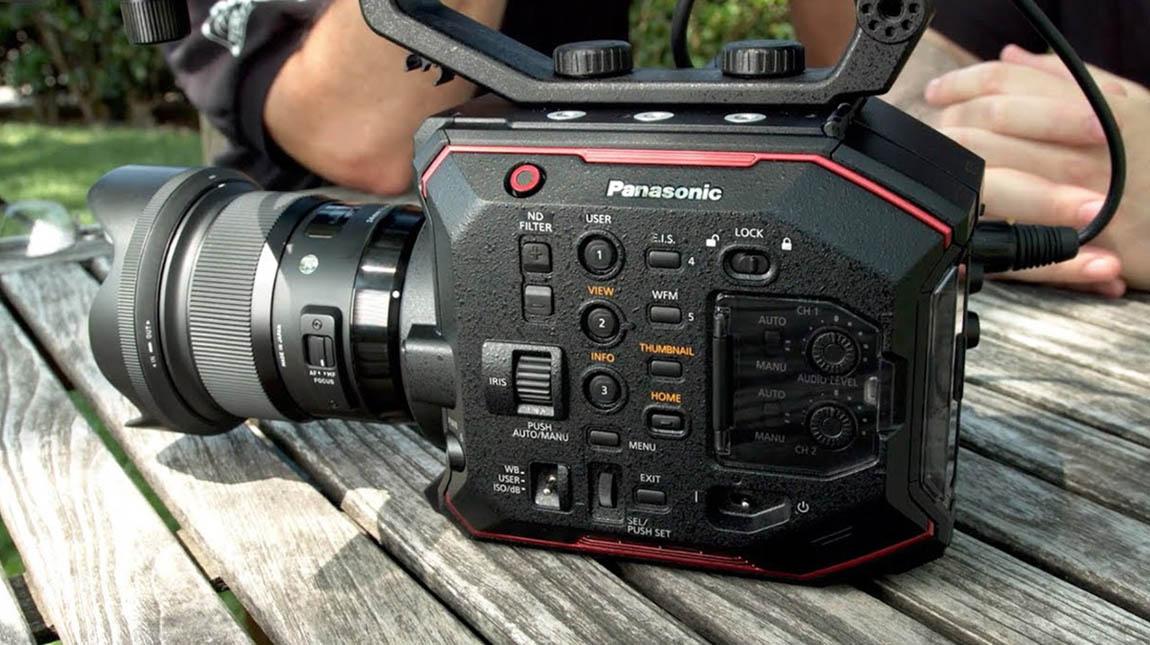 كاميرة سينمائية