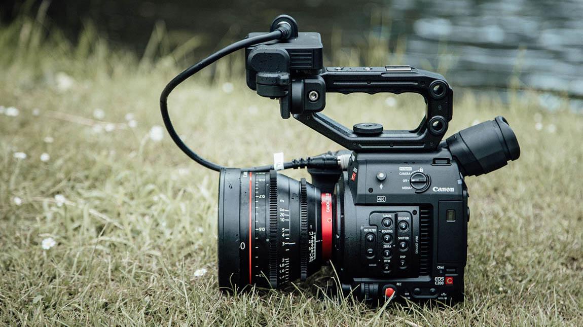 كاميرة EOS C200