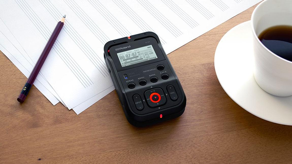رولاند تطلق جهاز تسجيل الصوت R-07 المحمول يدوياً