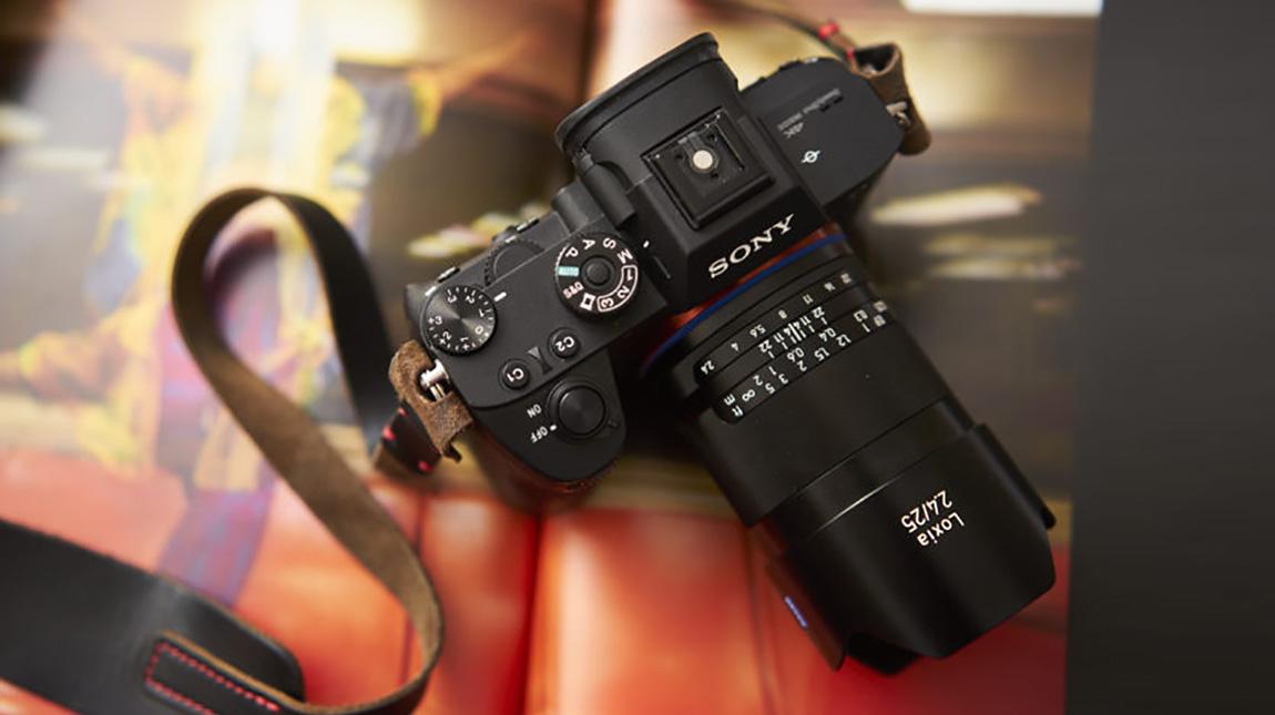 عدسة زايس لوكسيا 25 ملم الجديدة لكاميرات سوني فل فريم