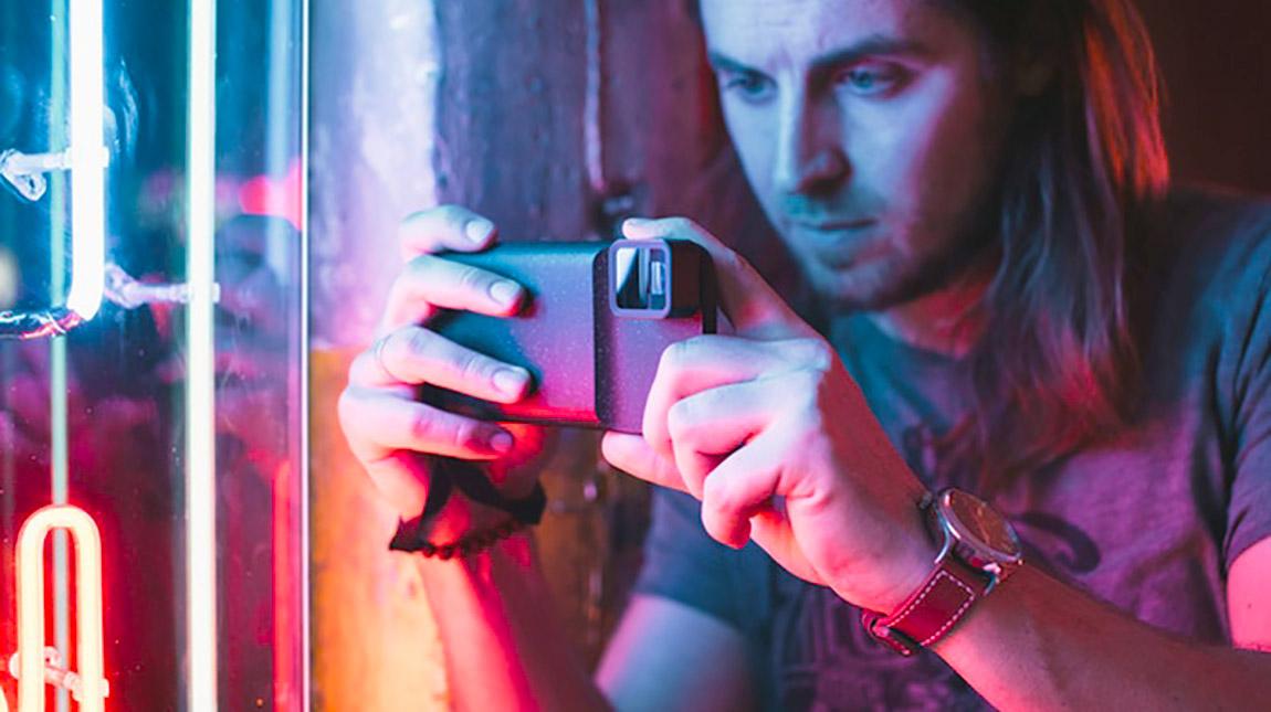 الكشف عن عدسة Moment انامورفيك للهواتف الذكية