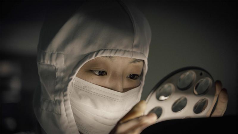 بالفيديو شاهد كيف يتم صناعة العدسات في مصنع سيجما