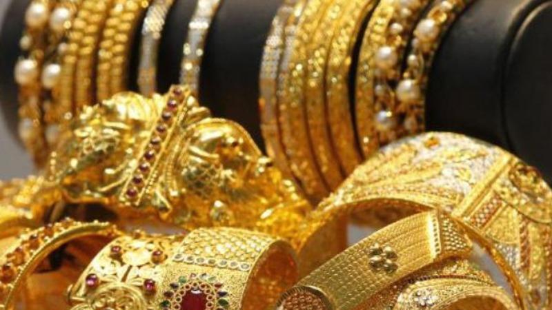 مجوهرات مزيفة