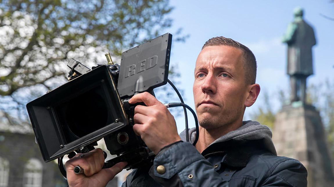 حارس مرمى وصانع أفلام! ماذا تعرف عن Hannes Halldorsson