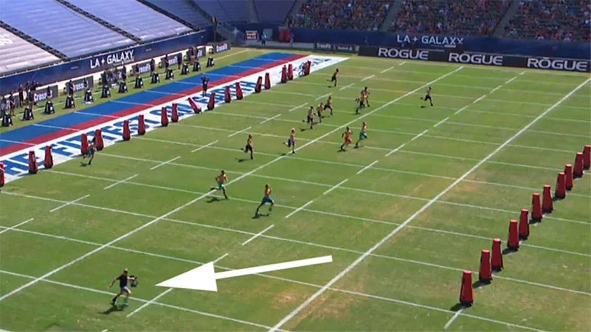 فيديو المصور الذي يركض اسرع من الرياضيين في ميدان السباق
