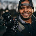 مصور يبتكر طريقته الخاصة في تصوير البورتريه
