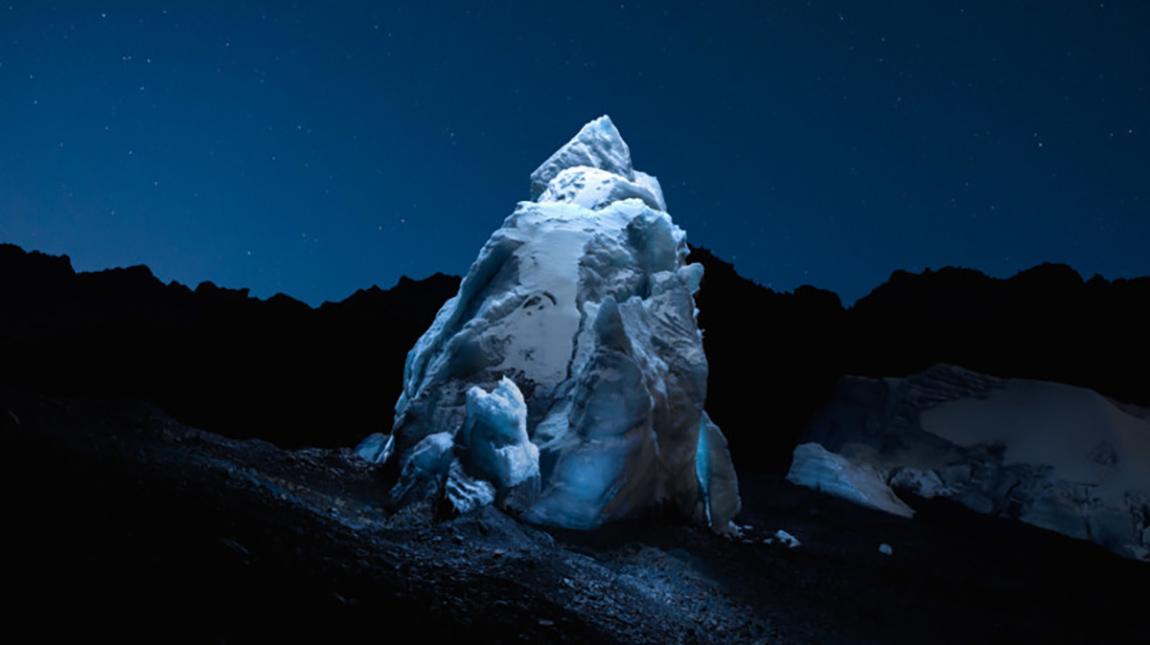 شاهد كيف تم تصوير واضاءة الانهار الجليدية باستخدام طائرة درون