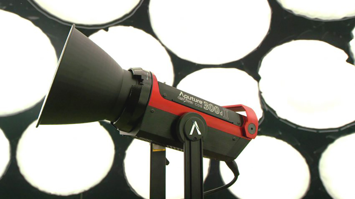 اطلاق Aputure 300D II ضوء سينمائي متكامل لجميع الميزانيات