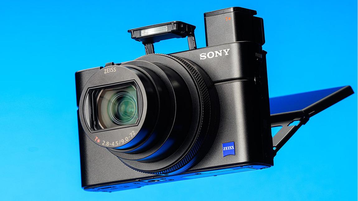 سوني RX100 VII كاميرا بسرعة تصوير 90 صورة في الثانية وفيديو 4K