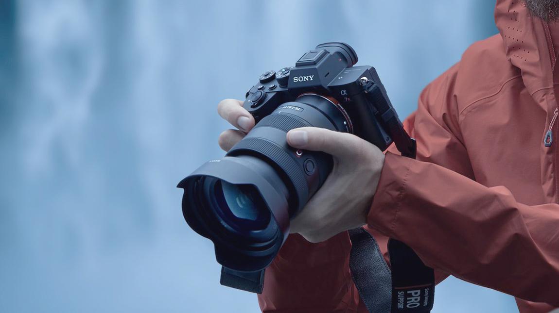 سوني a7R IV | كاميرا فل فريم بوضوح 61 ميجابيكسل وتصوير فيديو 4K