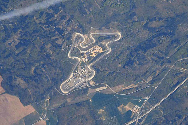 صور حلبات سباق فورمولا 1 بعدسة رائد فضاء باستخدام كاميرا نيكون
