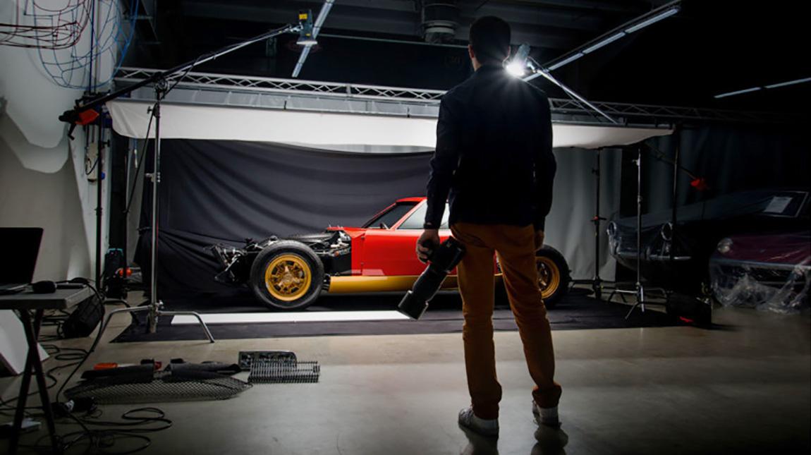 شاهد كيف تم تصوير سيارة لمبورجيني بسعر يبلغ 2 مليون دولار