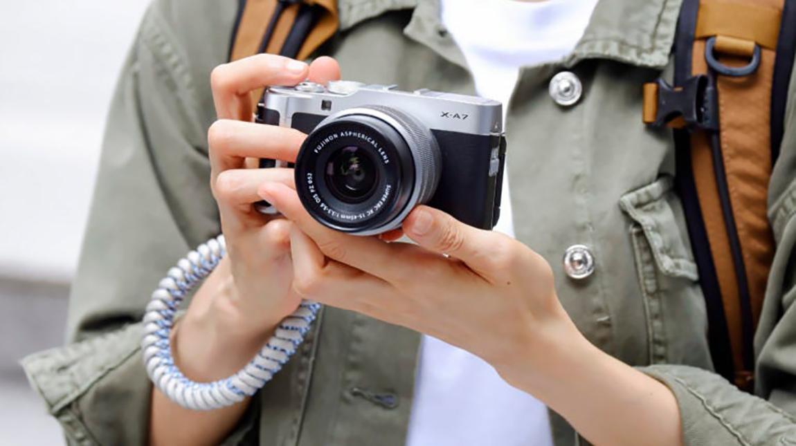 فوجي فيلم X-A7 كاميرا ميرورليس للمبتدئين بتصوير 4K وبسعر منخفض